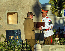 SANTIAGO DE CUBA, Dec. 4, 2016 (Xinhua) -- Image provided by the Cuban News Agency shows Cuban President Raul Castro (L) receiving the urn with the ashes of Cuban revolutionary leader Fidel Castro before placing it into the tomb, at the Santa Ifigenia Cemetery in the city of Santiago de Cuba, Cuba, on Dec. 4, 2016. The remains of the Cuban revolutionary leader and former President Fidel Castro were buried Sunday morning at the Santa Ifigenia cemetery in Santiago de Cuba. (Xinhua/Marcelino Vazquez/Cuban News Agency) (fnc) (ce) ***MANDATORY CREDIT*** ***NO ARCHIVE-NO SALES*** ***EDITORIAL USE ONLY*** ***BEST QUALITY AVAILABLE* (Credit Image: © [E]Cuban News Agency/Xinhua via ZUMA Wire)