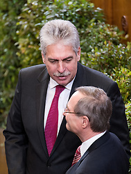 26.01.2017, Historischer Sitzungssaal, Wien, AUT, Parlament, 18. Bundesversammlung zur Angelobung des neuen Bundespräsidenten Van der Bellen, im Bild v.l.n.r. Bundesminister für Finanzen Hans Jörg Schelling (ÖVP) und Wirtschaftskammer Österreich Präsident Christoph Leitl (ÖVP) // f.l.t.r. Austrian Minister of Finance Hans Joerg Schelling and President of the Austrian Economic Chamber Christoph Leitl (OeVP) during inauguration ceremony for the new federal president of austria at austrian parliament in Vienna, Austria on 2017/01/26, EXPA Pictures © 2017, PhotoCredit: EXPA/ Michael Gruber