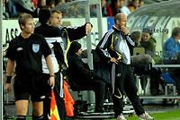 Fotball NM semifinale 21.09.06 Rosenborg - Sandefjord 2-5<br /> Knut Tørum ser betenkt ut, Yssouf Kone gjør seg klar til å steppe inn<br /> Foto: Carl-Erik Eriksson, Digitalsport