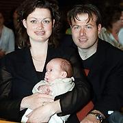 KO voor Koos Alberts gemeentehuis Harderwijk, zoon Dave met vrouw Gerda Olofsen met kind