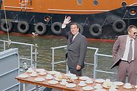 09 AUG 2001, ROSTOCK/GERMANY:<br /> Gerhard Schroeder, SPD, Bundeskanzler, winkt vor dem gedeckten Tisch auf dem Schnellboot S 62 Falke, waehrend einem Besuch von Marineeinheiten<br /> IMAGE: 20010809-01-022<br /> KEYWORDS: Bundeswehr, Bundesmarine, Marine, Gerhard Schröder