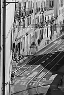 Portugal. Lisbon. Alfama district tramway street / le quartier de l'Alfama . Lisbonne