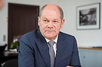 25 JUN 2018, BERLIN/GERMANY:<br /> Olaf Scholz, SPD, Bundesfinanzminister, waehrend einem Interview, in seinem Buero, Bundesministerium der Finanzen<br /> IMAGE: 20180625-02-012<br /> KEYWORDS: Büro