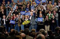 09 APR 2005 OBERHAUSEN/GERMANY:<br /> Juergen Ruettgers, CDU Landesvorsitzender und Spitzenkandidat NRW, und seine Frau Angelika Ruettgers (L), nach seiner Rede, Wahlkampfauftaktveranstaltung zur Landtagswahl in Nordrhein-Westfalen, Koenig-Pilsener-Arena<br /> IMAGE: 20050409-01-117<br /> KEYWORDS: Peter Müller, Jürgen Rüttgers, Jubel, Applaus, applaudieren, klatschen