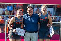 ANTWERPEN -  Topscorers Lidewij Welten (Ned) en Caia Van Maasakker (Ned)  na  de   finale  dames  Nederland-Duitsland  (2-0) bij het Europees kampioenschap hockey.   COPYRIGHT  KOEN SUYK