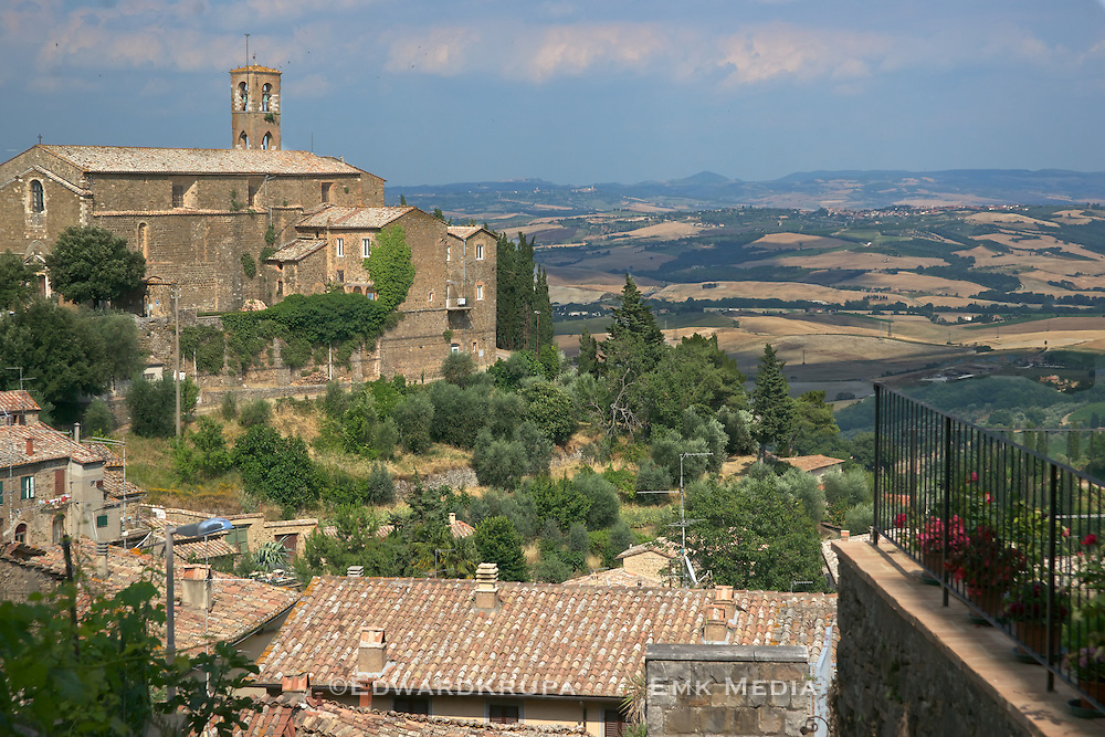 Home to the famed Brunello di Montalcino wine the village of Montalcino has been in existence since the time of the Ancient Etruscans. At 564 meters above sea level it has great views of the surrounding valleys..