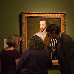 "© Licensed to London News Pictures. 09/10/2013. London, England. Visitors take a close look at the painting of Sir Walter Ralegh where conservators have discovered a hidden sea feature. Press preview of the exhibition ""Elizabeth I & Her People"" at the National Portrait Gallery which explores the remarkable reign of Elizabeth I through the lives and portraiture of her subjects. Exhibition runs from 10 October 2013 to 5 January 2014. Photo credit: Bettina Strenske/LNP"