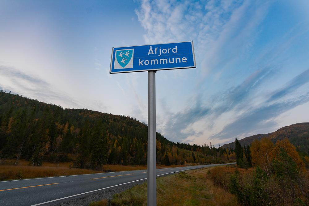 Skilting som markerer grensen mot Åfjord kommune i Trøndelag.