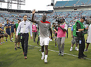 JACKSONVILLE, FL - JUNE 07:  Forward Jozy Altidore #17 of the United States acknowledges the crowd while walking off the field after the international friendly match against Nigeria at EverBank Field on June 7, 2014 in Jacksonville, Florida.  (Photo by Mike Zarrilli/Getty Images)