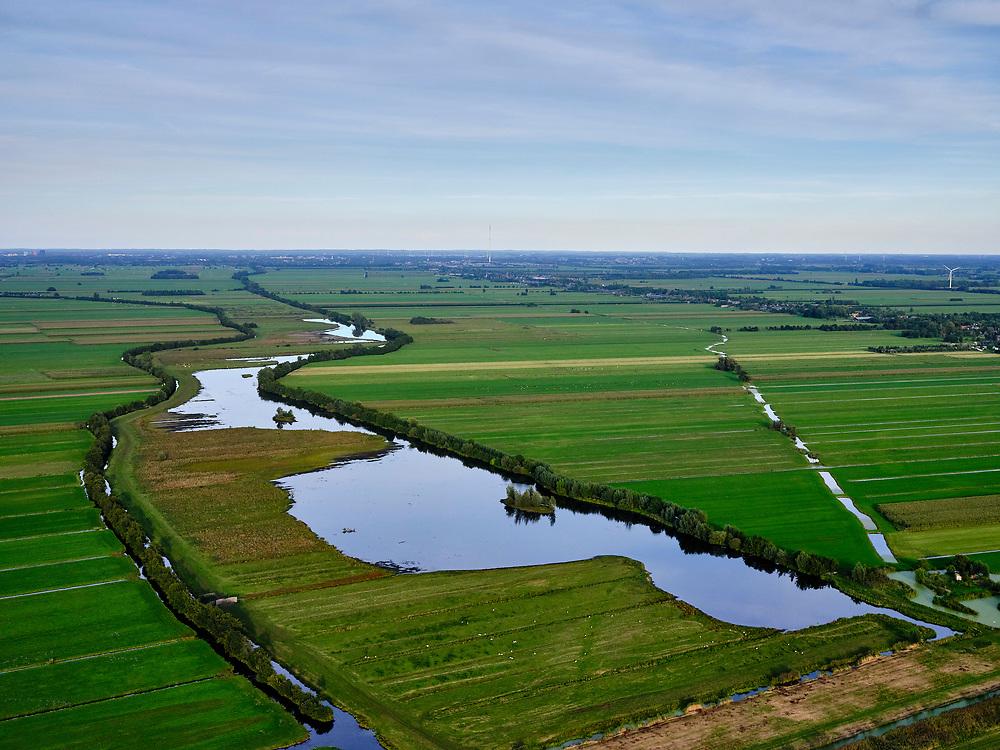 Nederland, Utrecht, Oudewater, 14-09-2019; Zicht op veenweidegebied van de Lopikerwaard. Water van Wijde Blokwetering en Landschedingssloot. Zicht op Natuurgebied Willeskop ten zuidoosten van Oudewater. <br /> View of peat meadow area and polders of the Lopikerwaard.<br /> luchtfoto (toeslag op standard tarieven);<br /> aerial photo (additional fee required);<br /> copyright foto/photo Siebe Swart