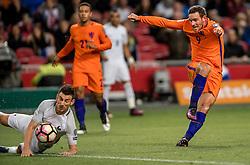 10-10-2016 NED: WK kwalificatie Nederland - Frankrijk, Amsterdam<br /> Nederland verliest met 1-0 van Frankrijk / Vincent Janssen #9