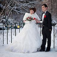 Nevicata a Milano. due novelli sposi al Parco Sempione .