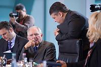 13 JAN 2016, BERLIN/GERMANY:<br /> Wolfgang Schaeuble (L), CDU, Bundesfinanzminister, und Sigmar Gabriel (R), SPD, Bundeswirtschaftsminister, im Gespraech, vor Beginn einer Kabinettsitzung, Budneskanzleramt<br /> IMAGE: 20160113-01-020<br /> KEYWORDS: Kabinett, Sitzung, Wolfgang Schäuble, Gespräch