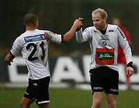 Fotball <br /> Adeccoligaen<br /> Hønefoss Idrettspark<br /> 25.10.08<br /> Hønefoss BK  v Sarpsborg Sparta FK  1-0<br /> <br /> Foto: Dagfinn Limoseth, Digitalsport<br /> Kamal Saaliti og Lars Lafton , Hønefoss