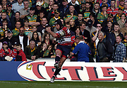 Reading, Berkshire, UK., 19th September 2004, Zurich Premiership Rugby, London Irish vs Leicester Tigers, Madejski Stadium, England,<br /> Henry Paul, kicking the conversion from Marcel garvey's injury time try.