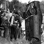 Amsterdam - Rijnkanaal Driemond twee gestolen auto's gevonden door duikers