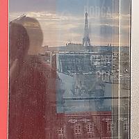 L'été semble déjà si lointain que mes souvenirs sont un peu flous. Pouvait-on vraiment admirer la Tour Eiffel depuis la terrasse du Centre Pompidou, fin août ?<br /> Il fait si froid maintenant que je préfère rester chez moi que d'aller vérifier. En attendant, il me reste encore ces souvenirs fugaces, peut-être imaginés mais si beaux.<br /> <br /> Summer already seems so far away my memories are a bit dim. Was it really possible to admire Eiffel Tower from the rooftop terrace at Centre Pompidou in late August?<br /> It's so cold now, I'd rather stay home than go and check. In the meantime, I still have these fleeting memories, maybe imagined but so beautiful.