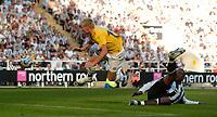 Fotball<br /> Intertoto Cup<br /> 15.07.2006<br /> Newcastle United v Lillestrøm<br /> Foto: Jed Wee/SBI/Digitalsport<br /> NORWAY ONLY<br /> <br /> Lillestrøm's Bjørn Helge Riise directs a header at goal