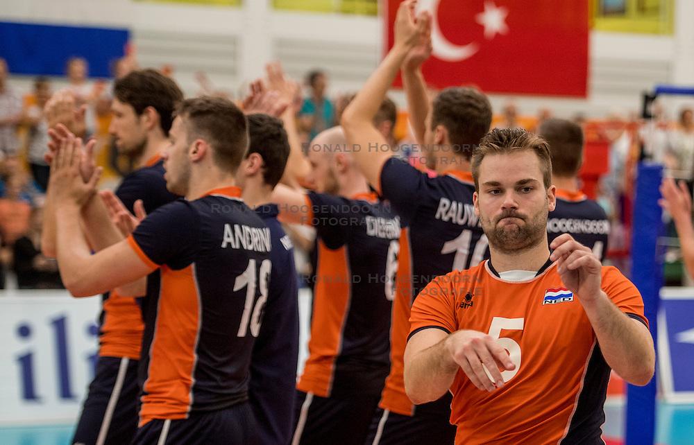 24-09-2016 NED: EK Kwalificatie Nederland - Wit Rusland, Koog aan de Zaan<br /> Nederland wint na een 2-0 achterstand in sets met 3-2 / Dirk Sparidans #5