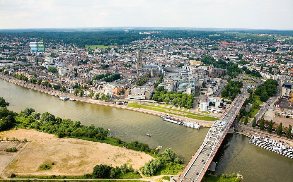 Nederland, Gelderland, Arnhem, 28-06-2006; luchtfoto (25% toeslag .oevers van de Neder-Rijn met John Frostbrug (rechts hiervan de zwartwit beschilderde Drugsboot) en daar achter de binnenstad van Arnhem; ongeveer in het midden de Eusebiuskerk, uiterst links de kleurige Parktoren, hoofdkantoor van elektriciteitsleverancier Essent; aan de horizon, de Hoge Veluwe of Veluwezoom; cityvorming, stadsgezicht, landschappen; skyline; ruimtelijke ordening; infrastructuur; verkeer en vervoer; tegenstelling stad-platteland.luchtfoto (toeslag aerial photo (additional fee required .foto Siebe Swart / photo Siebe Swart