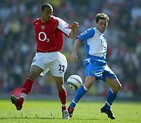 Fotball<br /> Premier League 2004/05<br /> Blackburn v Arsenal<br /> 19. mars 2005<br /> Foto: Digitalsport<br /> NORWAY ONLY<br /> Gael Clichy of Arsenal battles for the ball with David Thompson of Blackburn Rovers