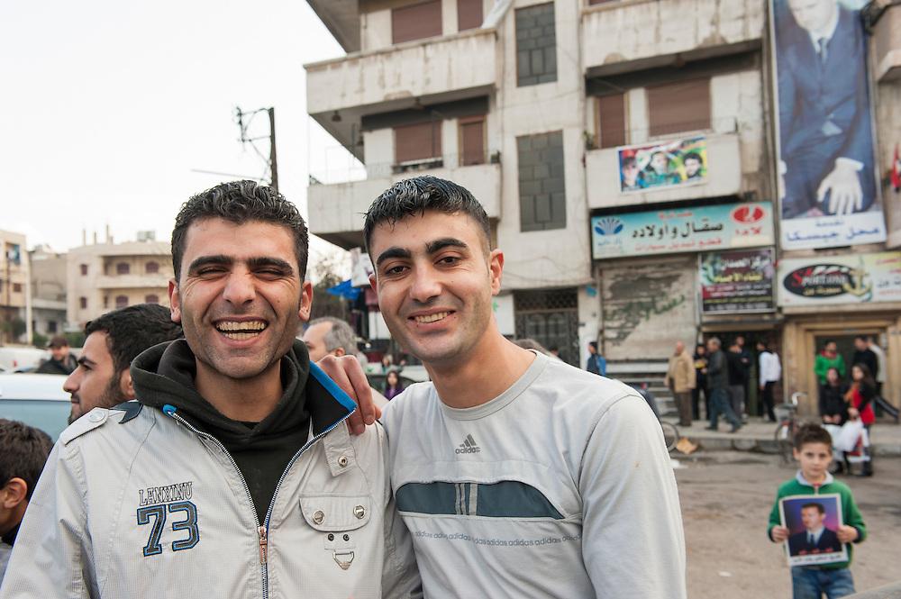 January 11, 2012, Homs, Syria. Man in favor of Bachar el-Assad demonstrate in the Hadara district in Homs  during the civil war. <br /> <br /> 11 janvier 2012, Homs, Syrie. Men  en faveur de Bachar el-Assad dans in la quartier Hadara pendant la guerre civile.