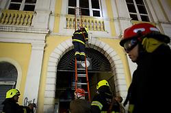 Incêndio atinge Mercado Público da cidade de Porto Alegre (RS), na noite deste sábado, 06 de julho de 2013. Ainda não há informações sobre a causa do incêndio. Foto: Vinícius Costa/ Preview.com