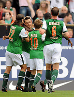 Fotball<br /> Tyskland<br /> Foto: Witters/Digitalsport<br /> NORWAY ONLY<br /> <br /> 08.08.2009<br /> <br /> Jubel 1:1 v.l. Torsten Frings, Torschuetze Mesut Oezil, Marko Marin, Tim Borowski Bremen<br /> <br /> Bundesliga SV Werder Bremen - Eintracht Frankfurt 2:3