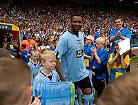 Fotball<br /> England 2004/2005<br /> Foto: SBI/Digitalsport<br /> NORWAY ONLY<br /> <br /> Lucas Radebe Testimonial, Leeds United XI v International XI, 02/05/2005.<br /> <br /> Lucas Radebe arrives for his testimonial game.