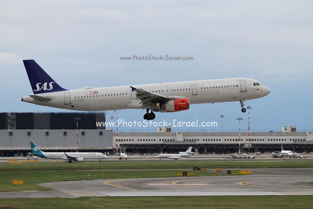 OY-KBB SAS - Scandinavian Airlines, Airbus A321-232 at Malpensa (MXP / LIMC), Milan, Italy