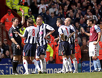 Fotball<br /> Premier League 2004/05<br /> Aston Villa v West Bromwich<br /> 10. april 2005<br /> Foto: Digitalsport<br /> NORWAY ONLY<br /> West Brom's Jonathan Greening (second from L) is shown the red card by referee Rob Styles after an altercation with Liam Ridgewell.