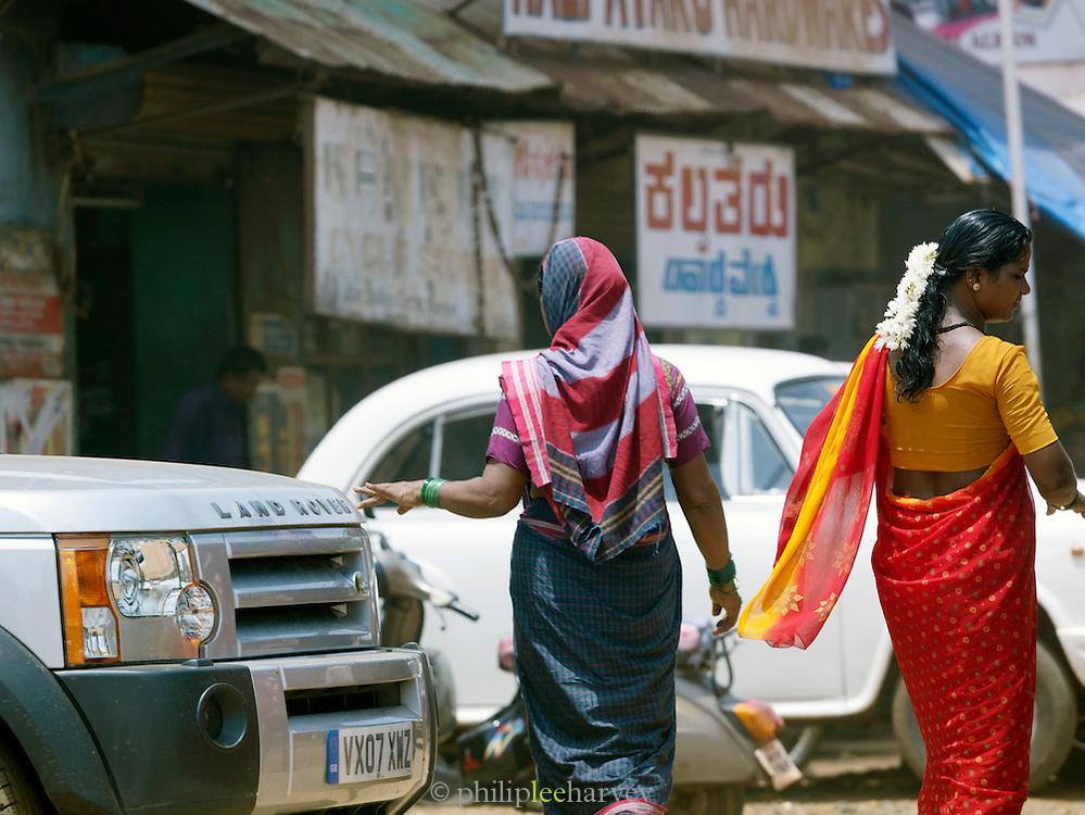 Local women dressed in sari's, Cochin, Kerala, India