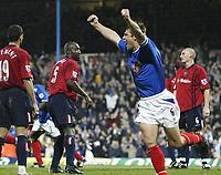 Fotball<br /> Premier League England 2004/05<br /> Portsmouth v West Bromwich<br /> 4. desember 2004<br /> Foto: Digitalsport<br /> NORWAY ONLY<br /> ARJAN DE ZEEUW celebrates  Pompeys equaliser