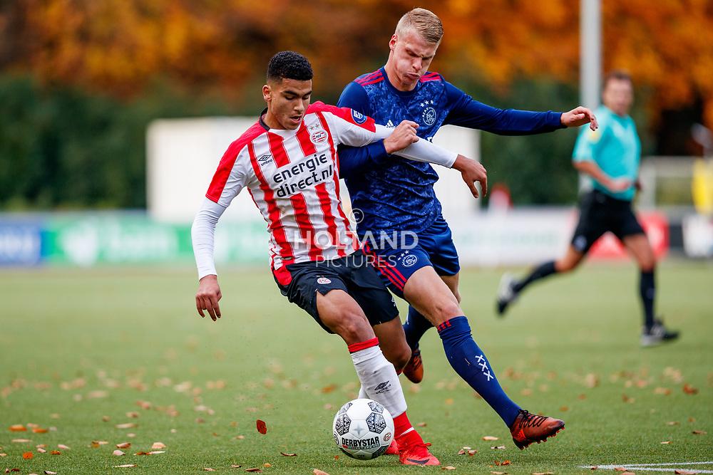 18-11-2017: Voetbal: Onder 19 PSV v Ajax: Eindhoven<br /> <br /> (L-R) Zakaria Aboukhlal (PSV Eindhoven), Mitchel Bakker (Ajax)<br /> <br /> Jeugd Onder 19 Eredivisie<br /> Seizoen 2017-2018