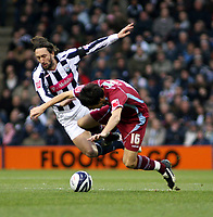 Photo: Mark Stephenson/Sportsbeat Images.<br /> West Bromwich Albion v Scunthorpe United. Coca Cola Championship. 29/12/2007.West Brom's Johnathan Greening battles with Jack Cork