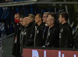 Vikarierende træner Ebbe Sand under nationalsangen, før venskabskampen mellem Danmark og Sverige den 11. november 2020 på Brøndby Stadion (Foto: Claus Birch).