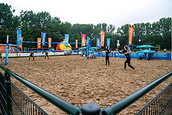 Madelein Meppelink and Sanne Keizer in action against Ilona Lievaart and Serena van der Made. From July 1, competition in the Netherlands may be played again for the first time since the start of the corona pandemic. Nevobo and Sportworx, the organizer of the DELA Eredivisie Beach volleyball, are taking this opportunity with both hands. At sunrise, Wednesday exactly at 5.24 a.m., the first whistle will sound for the DELA Eredivisie opening tournament in Zaandam on 1 July 2020 in Zaandam.