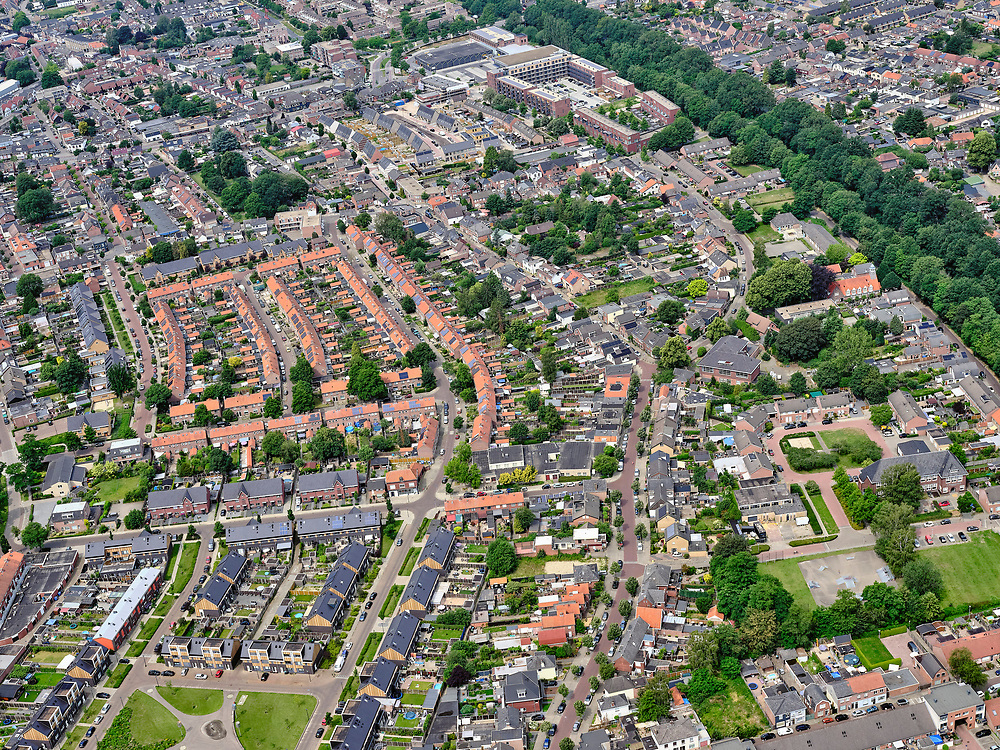 Nederland, Overijssel, Gemeente Enschede; 21–06-2020; Overzicht woonwijk Velve-Lindenhof, Oost-Enschede.<br /> Overview residential area Velve-Lindenhof, East Enschede.<br /> <br /> luchtfoto (toeslag op standard tarieven);<br /> aerial photo (additional fee required)<br /> copyright © 2020 foto/photo Siebe Swart