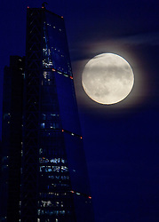 © Licensed to London News Pictures. 13/11/2016. London, UK. A supermoon seen rising over the London landscape behind the The Gherkin and The Leadenhall Buildings. The moon is expected to be the biggest and brightest that it has been since 1948. Photo credit: Ben Cawthra/LNP