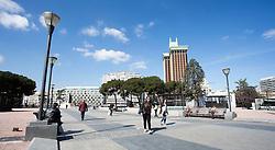 THEMENBILD - Menschen am Plaza de Colon. Die Stadt Madrid ist eine der größten Metropolen in Europa. Sie liegt im Zentrum der iberischen Halbinsel und ist Hauptstadt von Spanien. Aufgenommen am 25.03.2016 in Madrid ist Spanien // Madrid is on of the biggest metropolis in Europe. It is located in the center of the Iberian Peninsula and is the capital of Spain. Spain on 2016/03/25. EXPA Pictures © 2016, PhotoCredit: EXPA/ Jakob Gruber