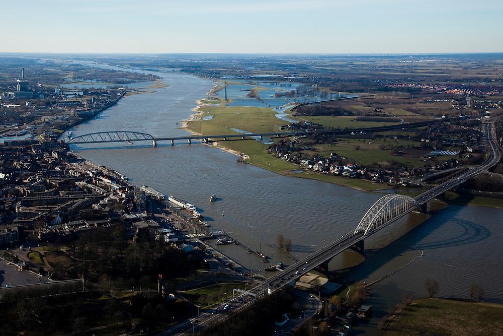Nederland, Gelderland, Nijmegen, 07-03-2010; Waalsprong: aan de noordoever van de Waal (rechts), rond het dorp Lent, zal een nieuw stadsdeel gebouwd gaan worden. Ook zal er in de toekomst op deze lokatie een geul uitgegraven worden (meer landinwaarts ten opzicht van de rivier), om de rivier meer de ruimte te geven. Lent (aan de dijk) komt dan op een eiland te liggen..Waalsprong (Waaljump): on the north bank of the Waal, around the village of Lent, a new city will be built.Furthermore, in the near future a flood channel will be excavated on this location, to provide the river with more space (because of high water / flooding problems). Lent, on the dike, will become an island.luchtfoto (toeslag), aerial photo (additional fee required).foto/photo Siebe Swart