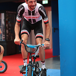28-06-2017: Wielrennen: Tour Sunweb persmoment: Dusseldorf<br />Roy Curvers testing his new bike