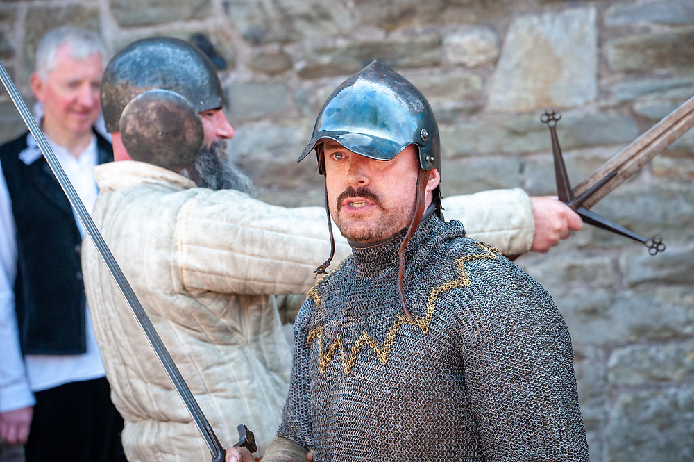 REPRO FREE<br /> Mark Flynn Smith and Dave Swift from Claíomh, an Irish medieval recreation group, demonstrate sword fighting techniques of Irish gallowglasses during 'Kinsale 500 Years Ago', a re-enactment of the visit of Archduke Ferdinand of Hapsburg to Kinsale in 1518.<br /> Picture. John Allen