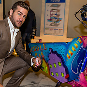 NLD/Amsterdam//20170410 - Free a Girl Celebrity Night, Dave Mantel signeert bakfiets