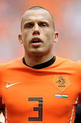 05-06-2010 VOETBAL: NEDERLAND - HONGARIJE: AMSTERDAM<br /> Nederland wint met 6-1 van Hongarije / John Heitinga<br /> ©2010-WWW.FOTOHOOGENDOORN.NL