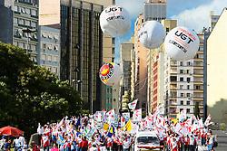 Marcha pelas ruas de Porto Alegre para marcar a abertura do Fórum Social Mundial 2010. O Fórum Social Mundial, é um encontro casual dos movimentos sociais, propondo alternativas ao capitalismo. Em 2010 o movimento comemora 10 anos da sua criação. FOTO: Jefferson Bernardes/Preview.com