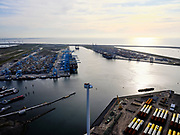 Nederland, Zuid-Holland, Rotterdam, 14-09-2019; Maasvlakte 2, Prinses Margriethaven en Sif Terminal Rotterdam (Tweede Maasvlakte, MV2). Gezien naar de container terminals aan de Prinses Amaliahaven. Rotterdam World Gateway en APM Terminals Maasvlakte II<br /> Maasvlakte 2, Prinses Margriethaven and Sif Terminal Rotterdam (Second Maasvlakte, MV2). Seen to the container terminals at the Prinses Amaliahaven. Rotterdam World Gateway and APM Terminals Maasvlakte II.<br /> <br /> luchtfoto (toeslag op standard tarieven);<br /> aerial photo (additional fee required);<br /> copyright foto/photo Siebe Swart