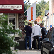 NLD/Naarden/20080814 - Maurits Regenboog en Catherine Keyl gaan uit elkaar, Maurits bij zijn makelaar