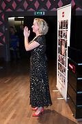 Eva Jinek is uitgeroepen tot Omroepvrouw van het Jaar 2017. De redactie van BM reikte de prijs vanmiddag voor de 27e keer uit, onder het toeziend oog van honderden aanwezigen in Beeld & Geluid in Hilversum. <br /> <br /> Op de foto:  Eva Jinek