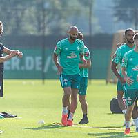 15.09.2020, Trainingsgelaende am wohninvest WESERSTADION - Platz 12, Bremen, GER, 1.FBL, Werder Bremen Training<br /> <br /> Aufwaermtraining<br /> <br /> Ömer / Oemer Toprak (Werder Bremen #21)<br /> Henrik Frach (Athletik-Trainer SV Werder Bremen )<br /> <br /> Foto © nordphoto / Kokenge